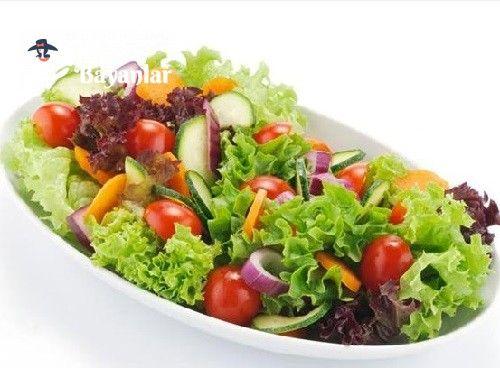 Mevsim Salatası Tarifi Bizbayanlar.com  #ÇeriDomates, #Havuç, #KırmızıLahana, #Kıvırcık, #Roka, #Salatalık,#SalataTarifleri http://bizbayanlar.com/yemek-tarifleri/salata-meze-kanepe/salata-tarifleri/mevsim-salatasi-tarifi/