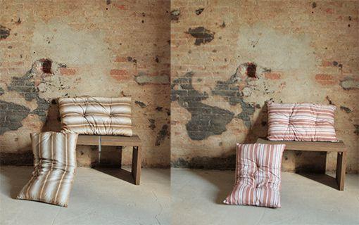 Interior design recupero vecchi cuscini militari. colori delle righe rossi o gialli. SESTINI E CORTI