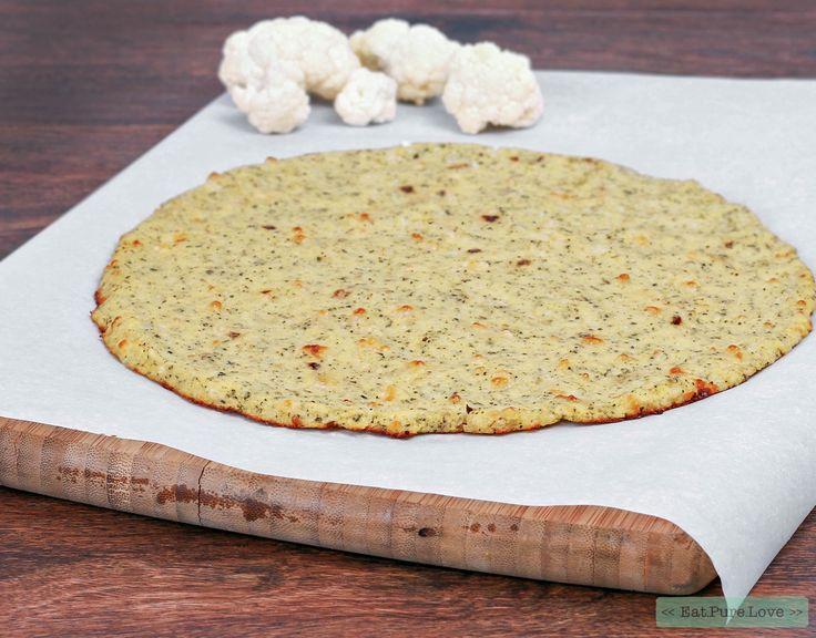 Inmiddels heb ik al heel wat geëxperimenteerd met pizzabodems. Tijd om het recept voor deze perfecte pizzabodem van bloemkool met jullie te delen. Enjoy!