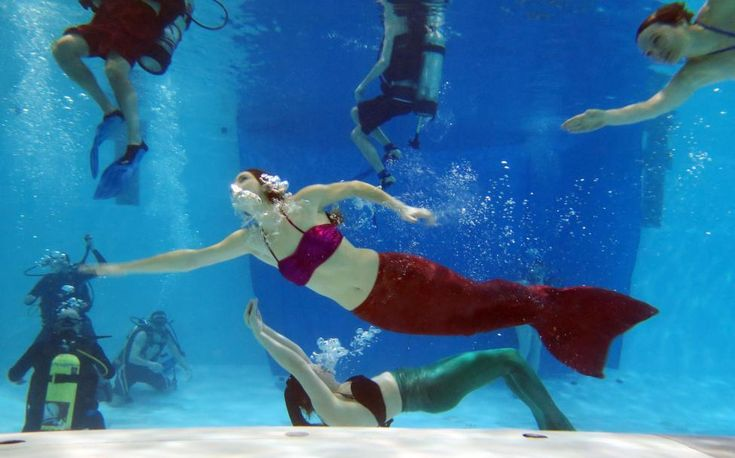 AquaMermaid founder Marielle Chartier Henault swims in a pool with a group of divers in Montreal #aquasirene #aquamermaid www.aquamermaid.com