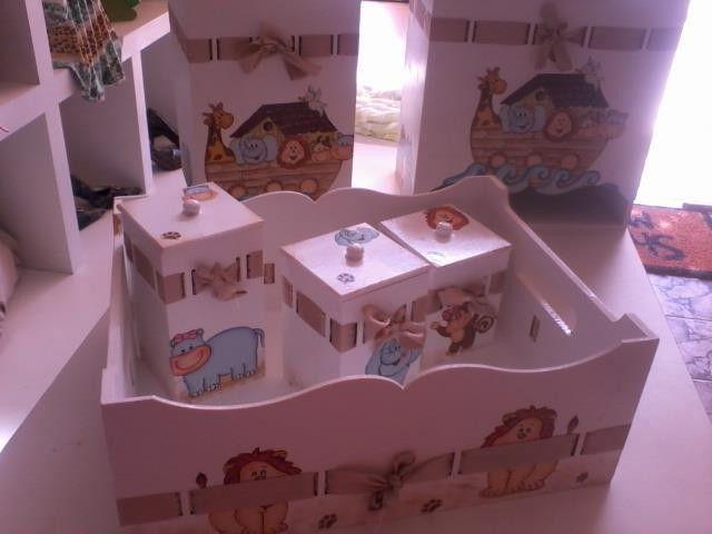 kit higiene para bebe mdf, póde ser feito em varias cores e estampas diferente....composto por 03 potes, um abajur, um porta fraudas e uma lixeira um cesta...pode ser acrescentado mais peças como enfeite de porta com nome do bebe etc...