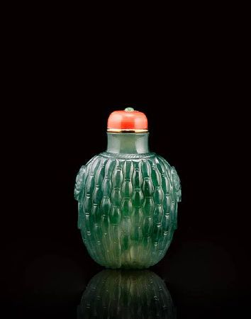 A fine jadeite 'basket weave' snuff bottle, late Qing dynasty