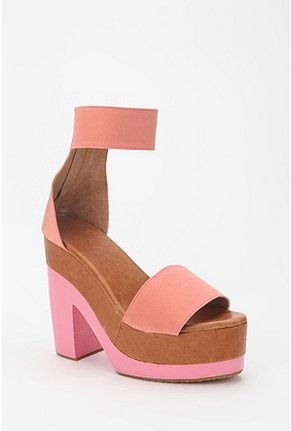 Peach color-block shoes.: Heels Urbanoutfitt, Heels 26500, Colorblock Heels, Peaches Shoes, Shakuhachi Colorblock, Pastel Colors, Colorblock Lockerz, Teas Dresses, Chunky Heels