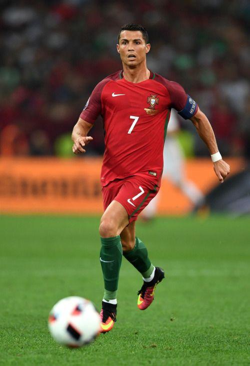 Este medio arrebatado con sus equiperos, pero siempre a la altura de las circunstancias, el Cristiano Ronaldo