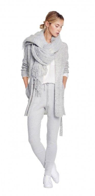 Damen Outfit Knit Complete Look von OPUS Fashion: grauer Schal, weiße Stehkragenbluse, graue Strickjacke, graue Strickhose