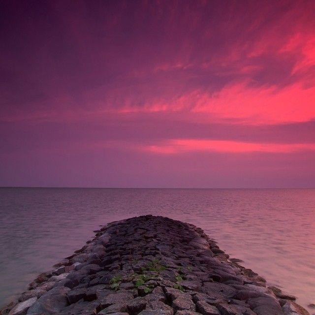 Bijzondere luchten boven het IJsselmeer. Foto ingestuurd door Jos Snijder. #Natuur #Natuurmonumenten