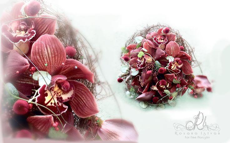 Bridal bouquet. Details via: http://roxanaistvan.florist, e-mail: designer@roxanaistvan or telephone +40745087756.