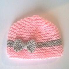Bonnet bébé naissance rose tricot 0/3 mois - layette fille noeud gris sur fond rose