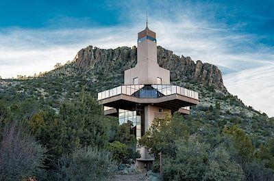 Pozemek o velikosti necelého půl hektaru si architekt vybíral ze dvou set míst, která v Arizoně navštívil.