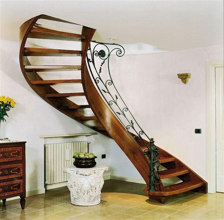 Giada, Scale Elicoidali in legno con ringhiera in ferro battuto. Scale interne dal design moderno, classico. Guarda le realizzazioni e scegli la tua scala.