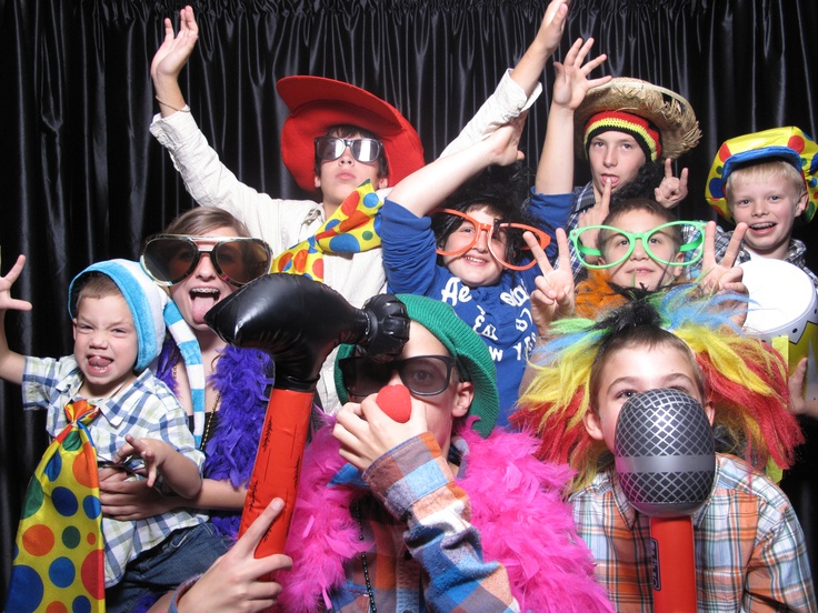 Lotsa fun in the photo booth!: Photos Booths, Photo Booths