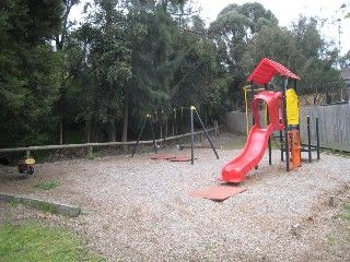 Strathaird Close Reserve, Strathaird Close, St. Helena    Facilities: playground and seats
