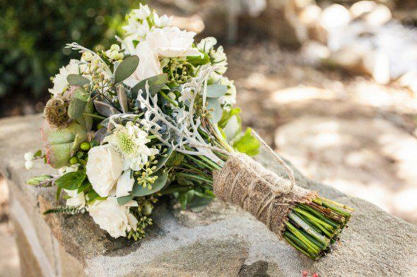 burlap-wrapped-bouquet