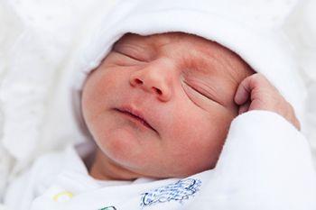 Les mouvements oculaires rapides lors du sommeil paradoxal sont peut-être dus au système nerveux qui est en train de faire une cartographie du corps. Lire l'article ici => http://malka.fr/128/sommeil-et-cartographie-du-corps/