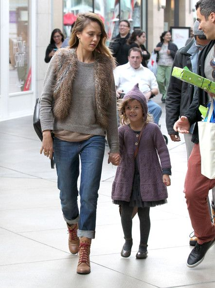 Jessica Alba can seriously pull off the cute and cozy look. @StyleBistro shows you how to get her style.