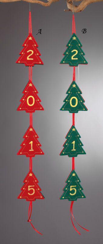 www.mpomponieres.gr Χριστουγεννιάτικη γιρλάντα με δεντράκια και την χρονολογία σε δυο χρώματα. Στο κάθε ένα δεντράκι είναι κεντημένος ένας αριθμός από το 2015. Οι διαστάσεις της πρωτοχρονιάτικης γιρλάντας είναι 60Χ7,5cm. Όλα τα χριστουγεννιάτικα προϊόντα μας είναι χειροποίητα ελληνικής κατασκευής. http://www.mpomponieres.gr/xristougienatika/xristougenniatiki-girlada-2015-me-dentrakia.html #burlap #christmas #ornament #felt #stolidia #xristougenniatika