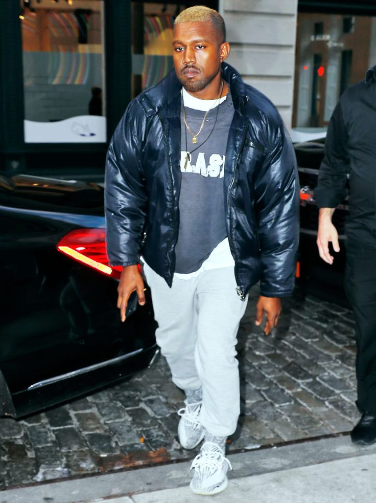 Kanye shows his new look in New York City http://creativegentleman.com/blond-kanye-west-wears-raf-simons-sweatshirt-champion-sweatpant-and-yeezy-sneakers-in-nyc/ #kanywest #rafsimons #champion #yeezy