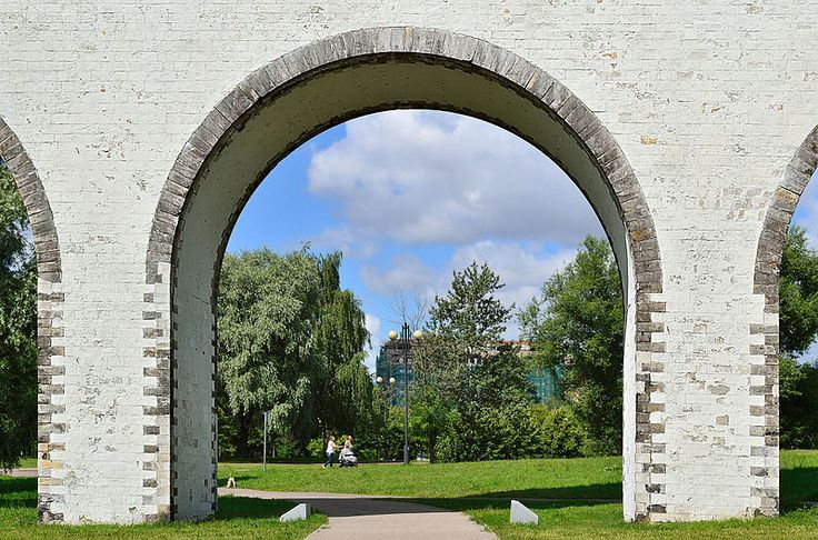 Moscow, Russia. An arch of the Rostokino Aqueduct. Photo by Dmitry Ivanov. #arches #bridges