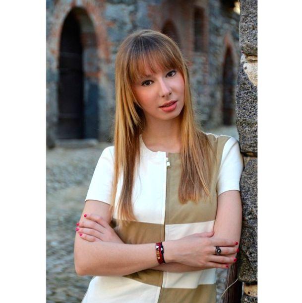 Davvero incantevole Larissa Guerrini con i gioielli della collezione Letterine firmata Pepenero Milano Gioielli! Scopriteli tutti su www.pepenerogioielli.com