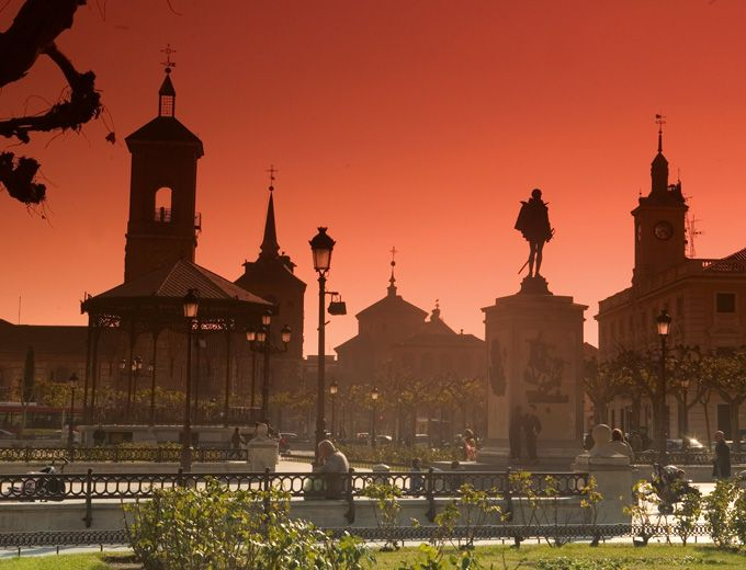 This is my hometown, Alcalá de Henares, Madrid, Spain. I miss it so much!. It's a beautiful and important place because Miguel de Cervantes was born here!.