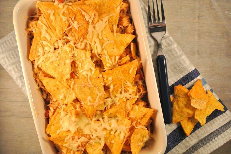mexicaanse ovenschotel met rijst en tortilla-chips