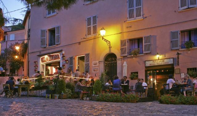 vita notturna a Santarcangelo. night life in Santarcangelo
