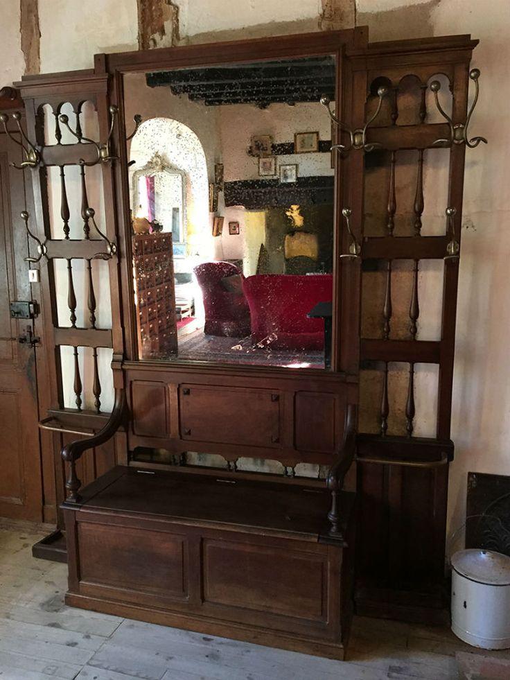grand vestiaire ancien avec banc coffre est en vente sur notre brocante en ligne par le chat. Black Bedroom Furniture Sets. Home Design Ideas
