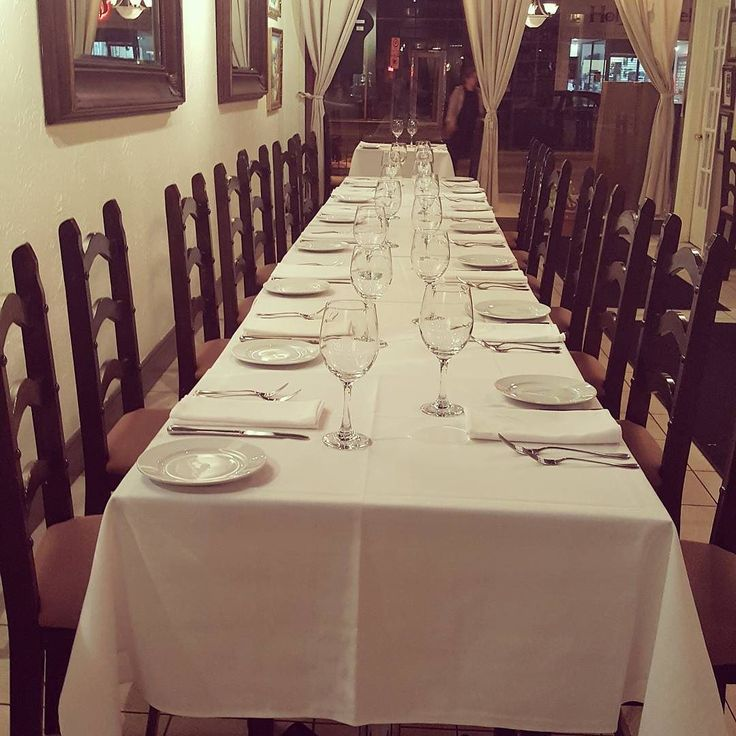 #wreats #cbridge #restaurants #dinninroom #tables #frenchrestaurant #frenchfood #frenchcuisine #classic #tablecloth #finedining #finefood #kw #kitchenenrontario #waterlooontario #elixirbistro