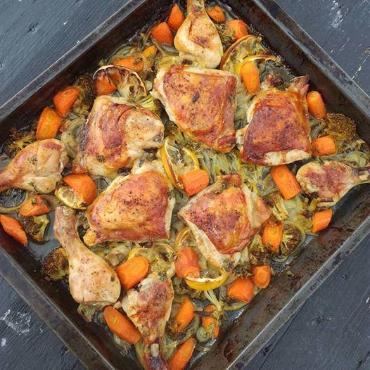 Sitron og kyllingpasser veldiggodt sammen også smaker det så godt. Her har jeg masse grønnsaker i en skypanne og har lagt kyllinglår opp på alt med oljer og krydder fra Cemo Gorumet. Enkel rett s…