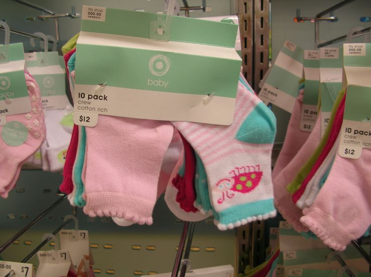Size 000-00 (New born) Socks To keep babies feet warm Can be worn over the top of, or under bonds wonder suits or with pants The longer the top part, the better- as they tend to work their way off.