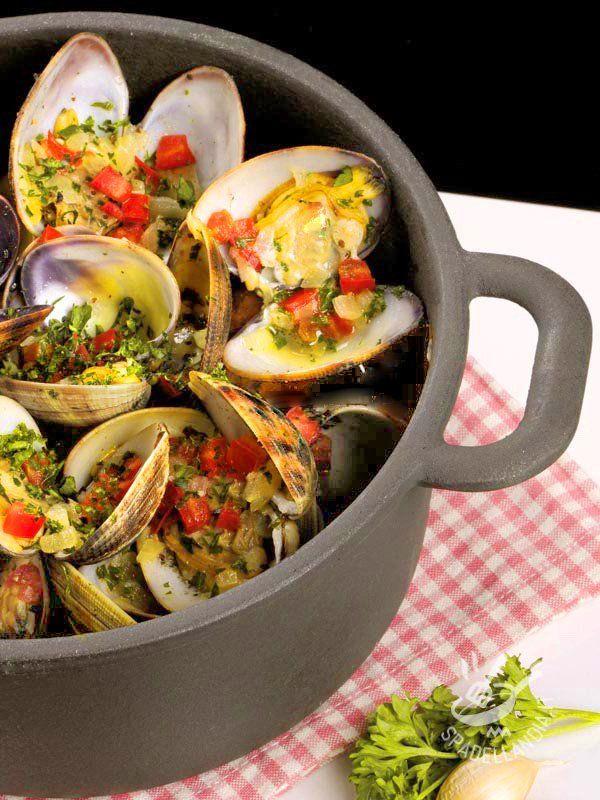 Clams with vegetables - Per la riuscita ottimale del vostro piatto di Vongole veraci con verdurine accertatevi della freschezza e della provenienza della materia prima! #vongoleveraci