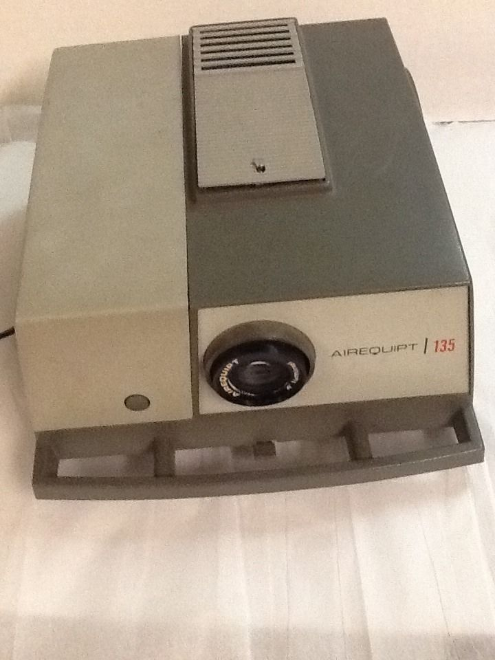 Vintage Airequipt Automatic 135 Slide Projector 2 Trays