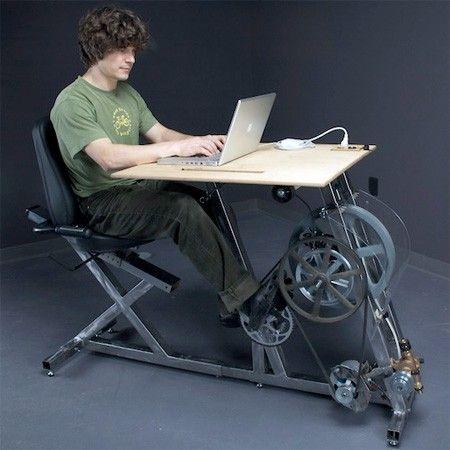 Voici un concept assez original qui allie travail et remise en forme, inventé par les new-yorkais de « Pedal Power ».  Le principe est simple, vous pédalez et vous créez votre propre électricité qui alimente votre ordinateur et de nombreuses autres machines. Un concept qui est commercialisé (2000$) et qui sensibilise les personnes à l'effort physique.