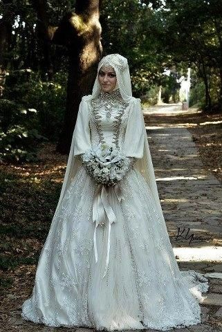 2016 Gorgeous Crystal Bead Sequins High Neck Long Sleeve Arabic Wedding Dresses Ball Gown Lace Muslin Bridal Gowns Exquisite Vesridos Chic