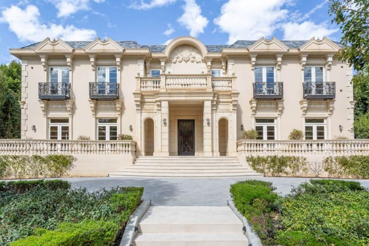 Grand Traditional Estate In Brentwood Park Los Angeles For Sale At 16m Mansions Los Angeles Homes Highwood