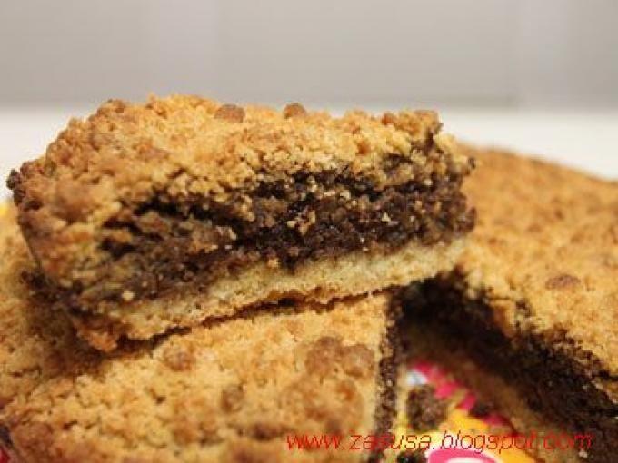 Un dolce casalingo che piacerà a tutta la famiglia - Ricetta Dessert : Sbriciolata di noci e cioccolato da Zasusa