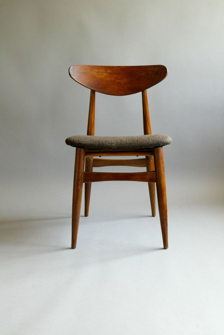 R e s e r v e d mid century sculptural 60s danish style for Designer chairs from the 60s