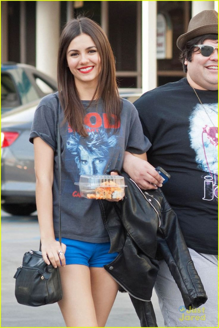 Victoria Justice: 'Eye Candy' Lunch Outing! | victoria justice eye candy lunch outing 02 - Photo