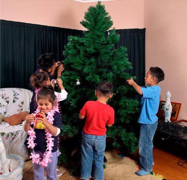 Edith Amituanai, The Tuai Family Christmas, 2004, C-type photograph