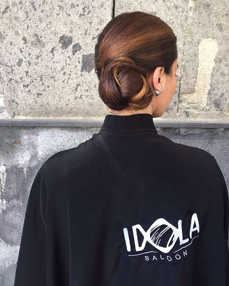 l'eleganza dell'acconciatura raccolta non ha confini..i capelli sono uno dei punti focali della bellezza di una donna,l'acconciatura migliore è quella che esalta la bellezza di chi la indossa e rispecchia carattere e personalità...l'eleganza dell'acconciatura consiste nel riunire i capelli con cura ⚡️ HAIR IDOLA SALOON Abbiamo utilizzato i nostri prodotti MIRACLE che donano morbidezza al capello eliminando il crespo.. VISITA IL NOSTRO SHOP-ONLINE  http://www.idolasaloon....