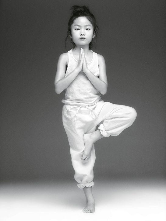 Yoga http://www.vogue.fr/beaute/carnet-d-adresses/diaporama/nouveaux-sports-d-enfants/18283/image/992727#!2