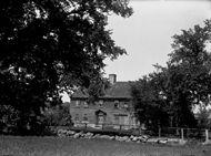 Wood Tavern, Uxbridge,  Massachusetts, August 19, 1901.