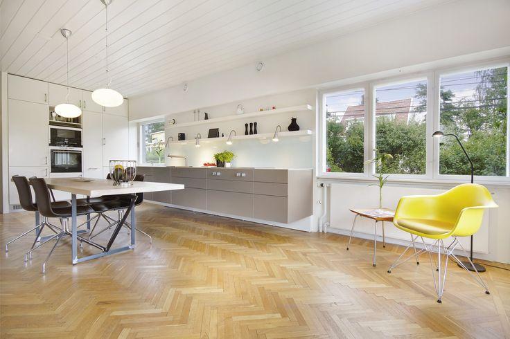 Et spennende gulv på kjøkkenet.