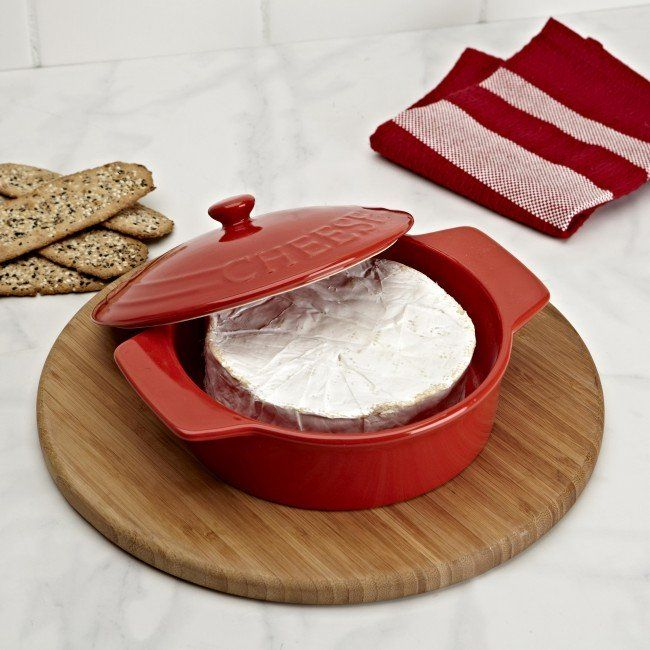 Serve your guests delicious baked cheese in our Rustica Brie Baker. The classic stoneware design brings to mind the rural charm of an artisanal Quebecois fromagerie.   Bake brie, camembert, goat and sheep's cheese or make delicious Greek style saganaki.