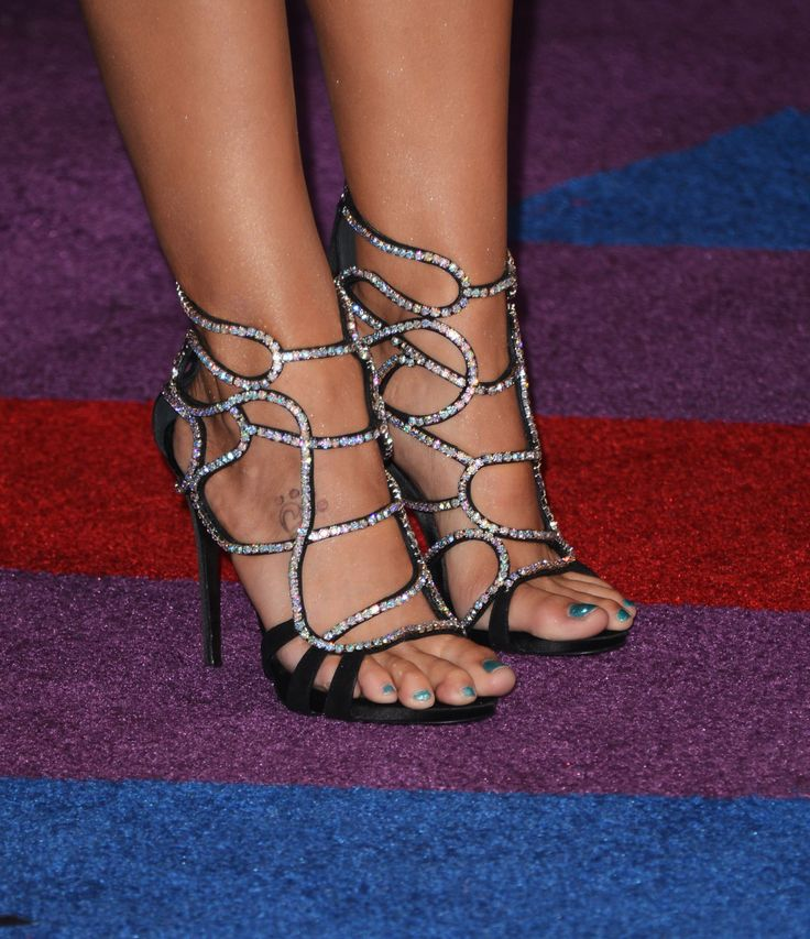 Miranda Lambert's Feet << wikiFeet