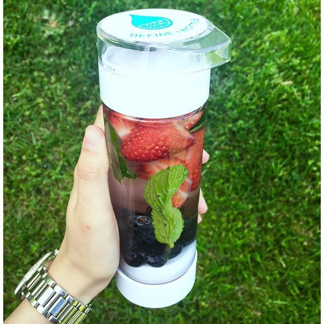 These 80° days and this #definebottle are making my last two weeks of this semester more bearable  fruit infused water is my favorite and this makes having it on the go so convenient. Plus, I think it looks so pretty