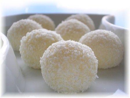 Petites boules de coco, au lait de coco, lait concentré sucré et farine de riz