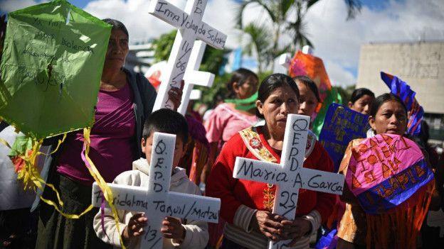 """Violencia contra las mujeres en Guatemala: """"Nos están matando nuestros padres, hermanos y padrastros"""" LEER MAS  (Casi 1000 mujeres fueron asesinadas en Guatemala en 2016)"""