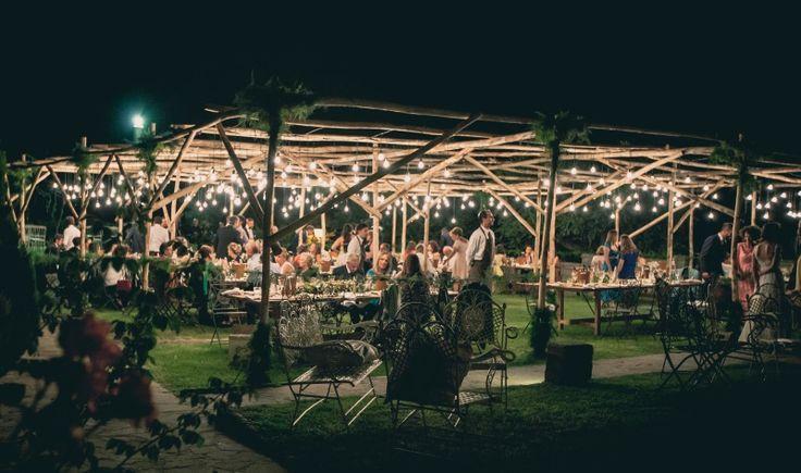Matrimonio all'aperto sotto un cielo stellato. Alternativa alla tendostruttura