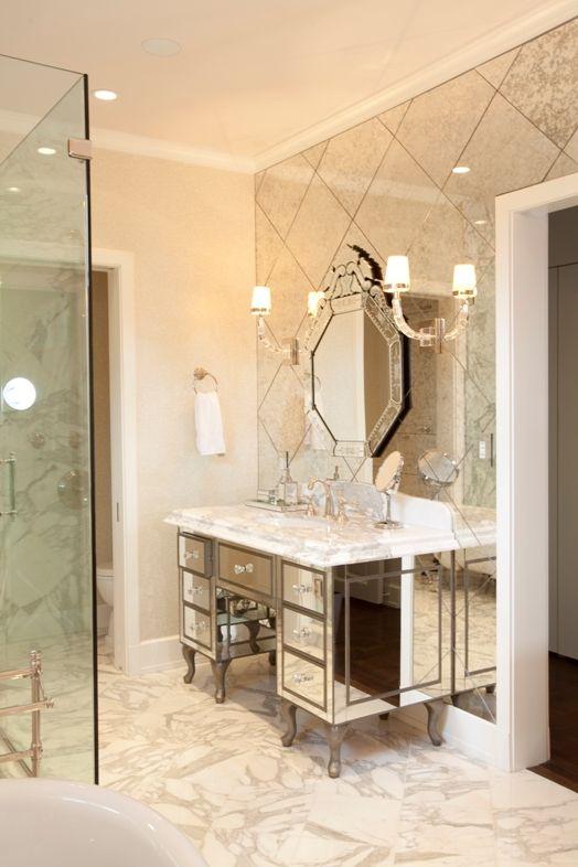 i LOOOOOOOOOOVE that antiqued mirror wall...! i saw it done as a backsplash in the kitchen that was to die for!